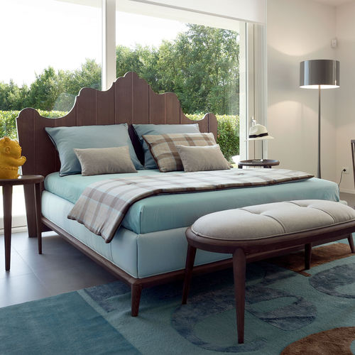 double bed / traditional / with headboard / upholstered
