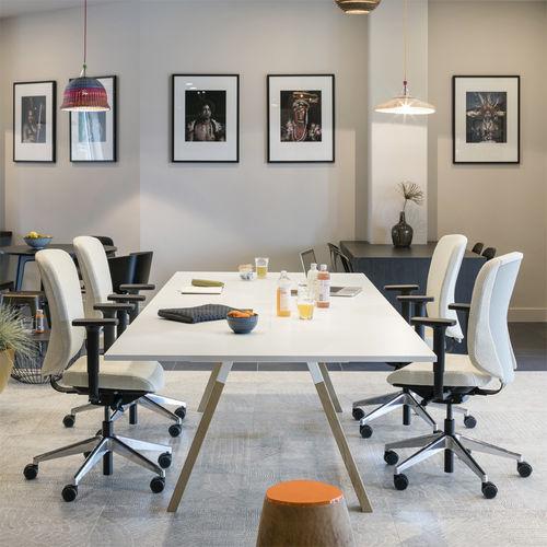 contemporary boardroom table / wooden / rectangular