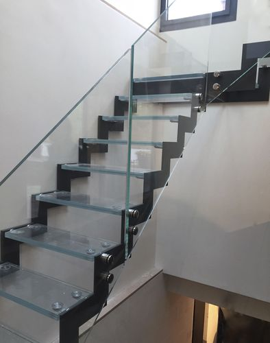 quarter-turn staircase / steel frame / glass steps / without risers