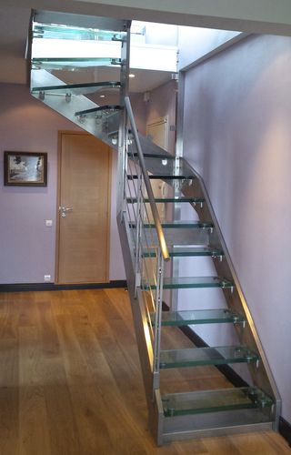 half-turn staircase / stainless steel frame / glass steps / without risers