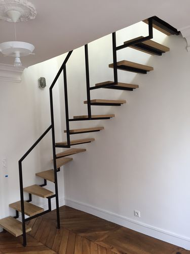 quarter-turn staircase / steel frame / wooden steps / without risers