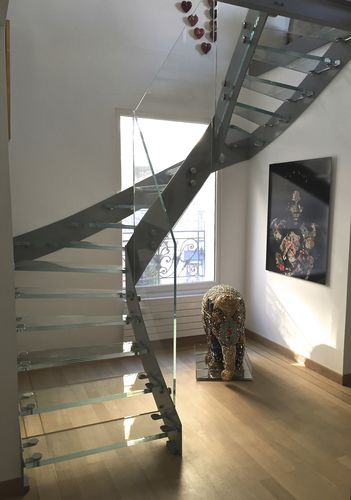 half-turn staircase / steel frame / glass steps / without risers