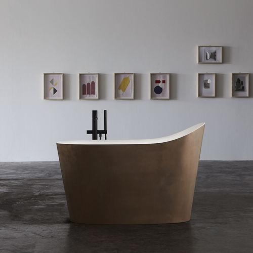 oval bathtub