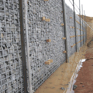 stone retaining wall / galvanized steel / on reinforced soil / road