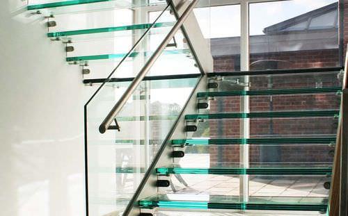half-turn staircase / straight / glass frame / glass steps