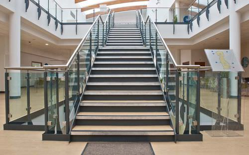 straight staircase / metal frame / concrete steps / with risers