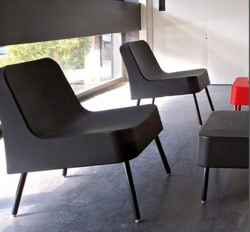 contemporary visitor armchair / aluminium / polyethylene / black