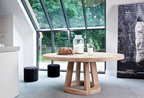 contemporary table / wooden / round