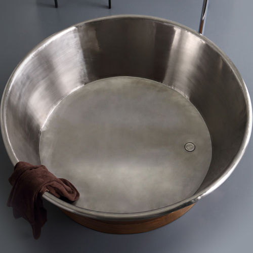 freestanding bathtub / round / copper