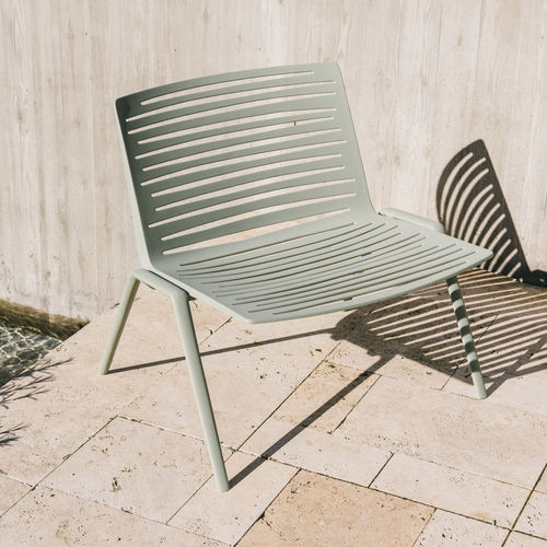 contemporary fireside chair / aluminum / white / green
