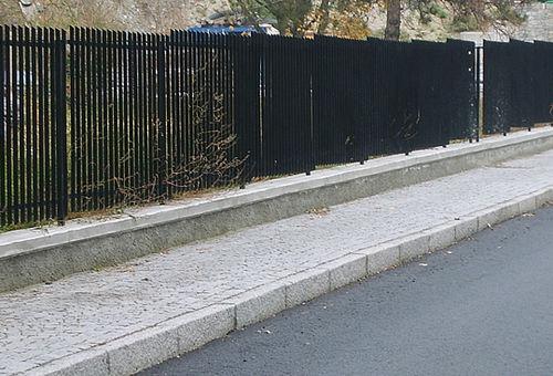 sidewalk edge / granite / linear / rectangular
