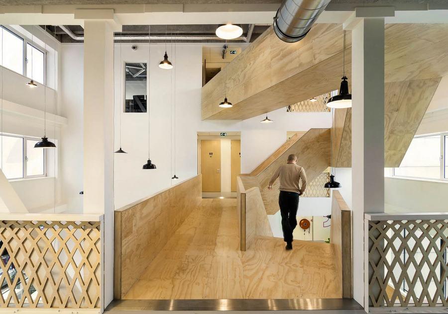 DE BURGEMEESTER OFFICE SPACE BY STUDIONINEDOTS - Hoofddorp, Netherlands