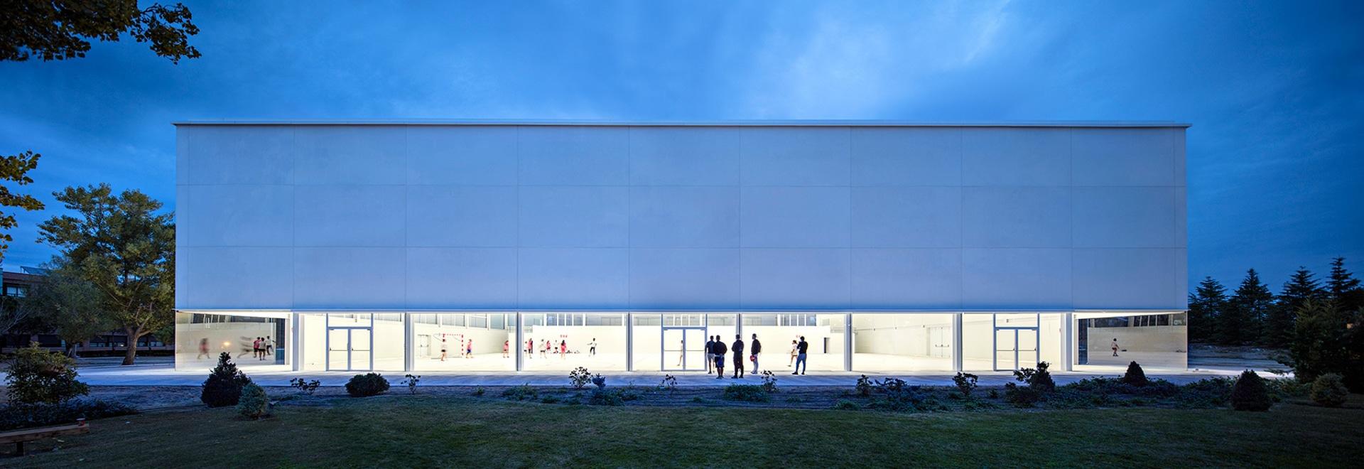 alberto campo baeza makes concrete seem weightless in his multi-sport complex in madrid