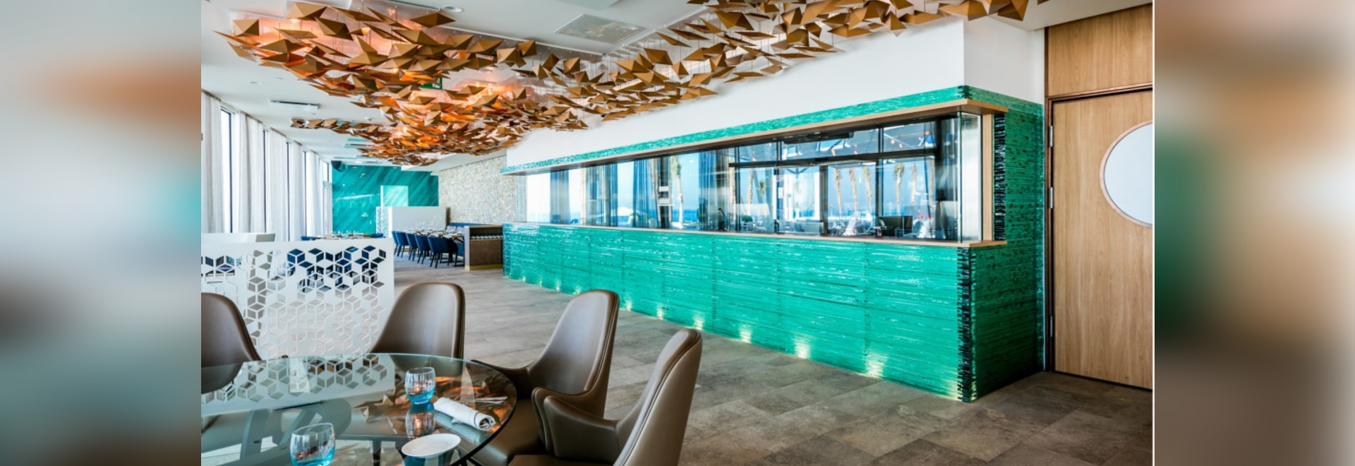 Bross furnishes the restaurant terrace of the Burj Al Arab