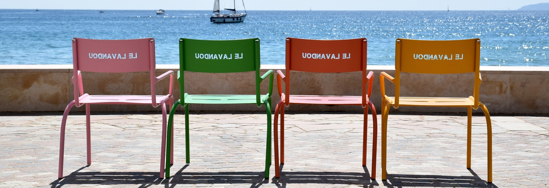 Cadira chairs on the seafront (city of Lavandou)