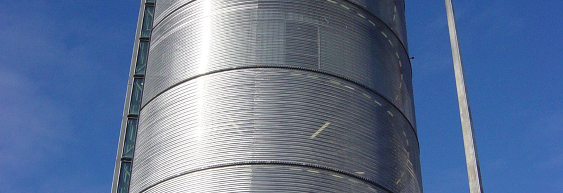 Cladding made of stainless steel mesh