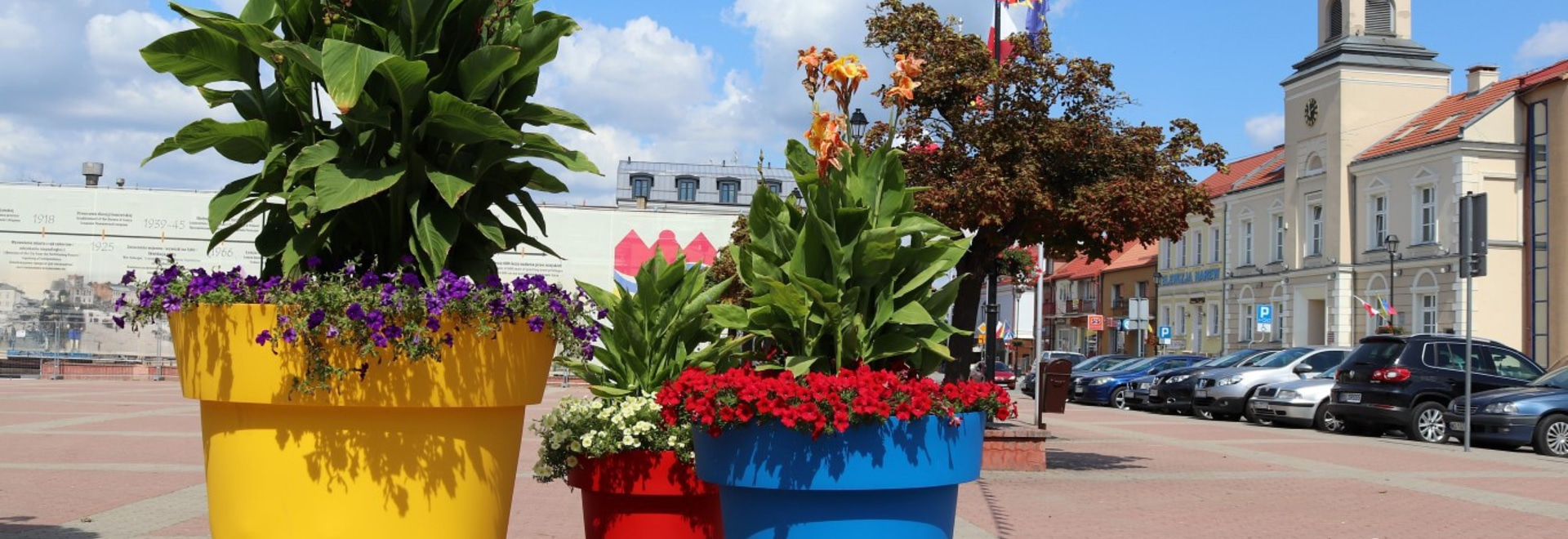 colorful modern flower pots gianto for public spaces by terraformdesign