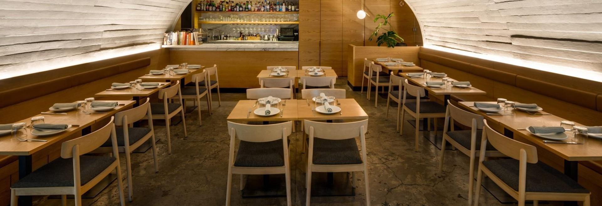 Concrete arch covers Mexico City's Italian restaurant Sartoria