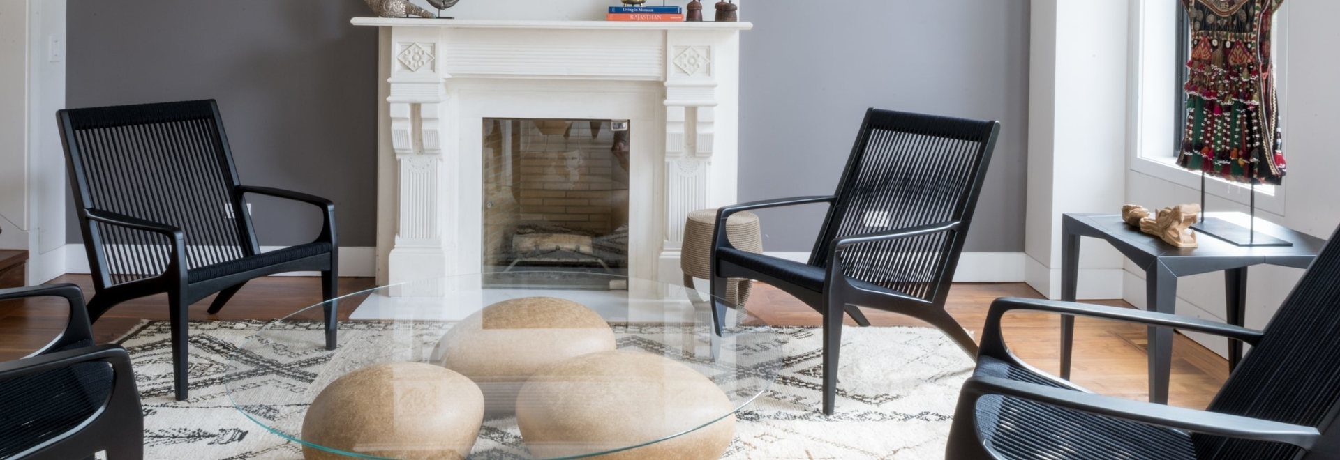 Gisele Lounge Chair by Aristeu Pires and table Água by Domingos Tótora