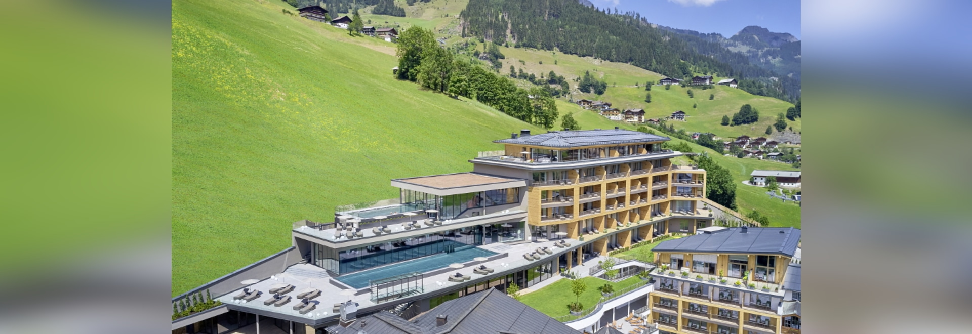 Hotel resort realizes building control with PEAKnx