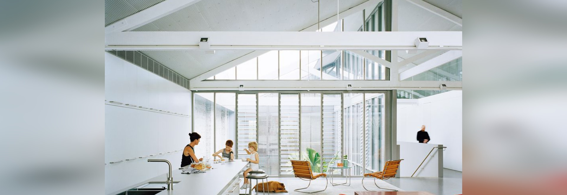 Louvres around the courtyard's glass walls allow for privacy and help to create internal vistas between rooms.