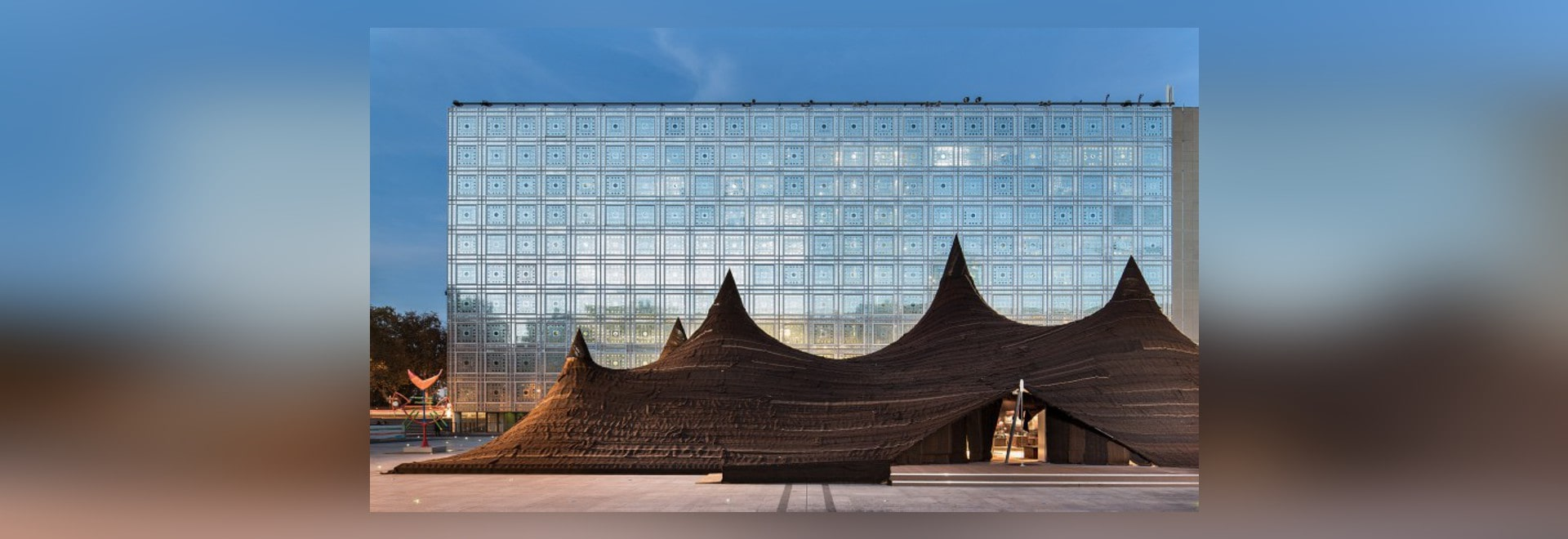 MOROCCAN TENT RISES IN FRONT OF THE INSTITUT DU MONDE ARABE