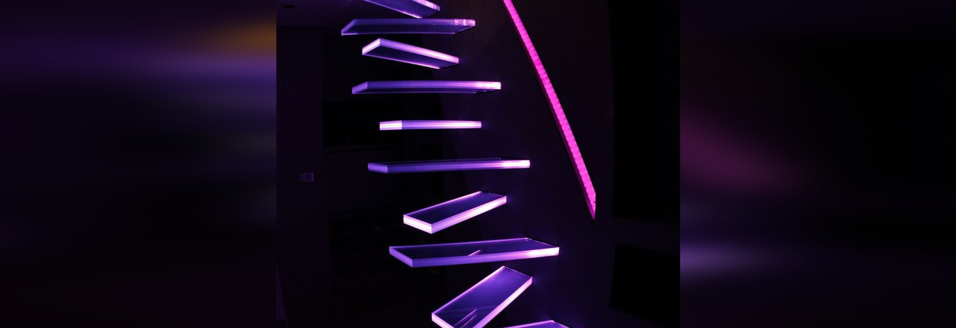 NEW: straight staircase by Trescalini - Escaliers, structures et garde-corps