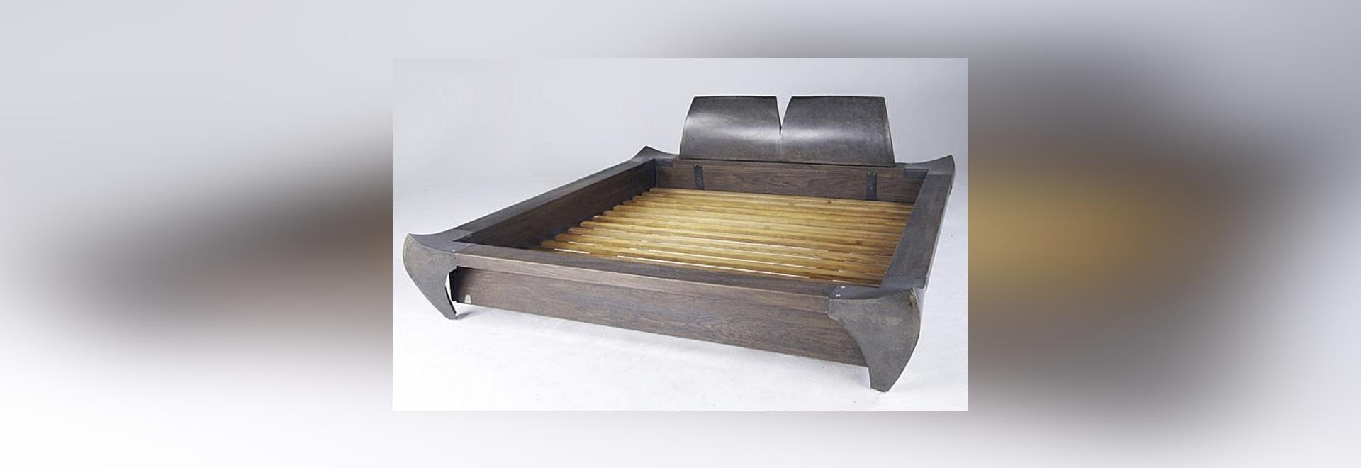 Oak frame, a original design bed by ICI ET LÀ