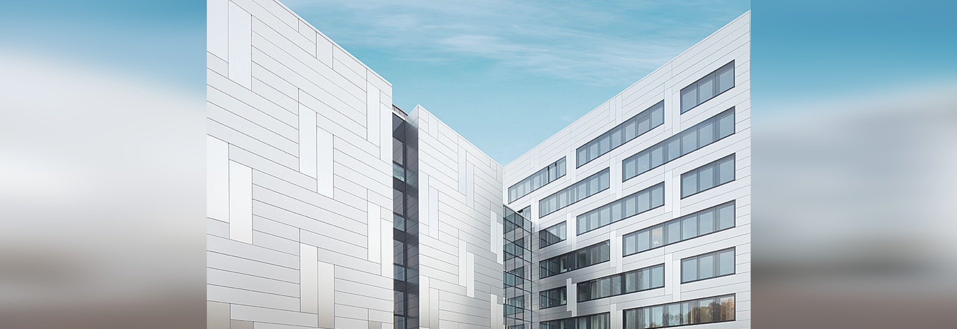 Pensionskasse Hoechst - Homogenous facade with iridescent effects with Reynobond aluminium composite panels