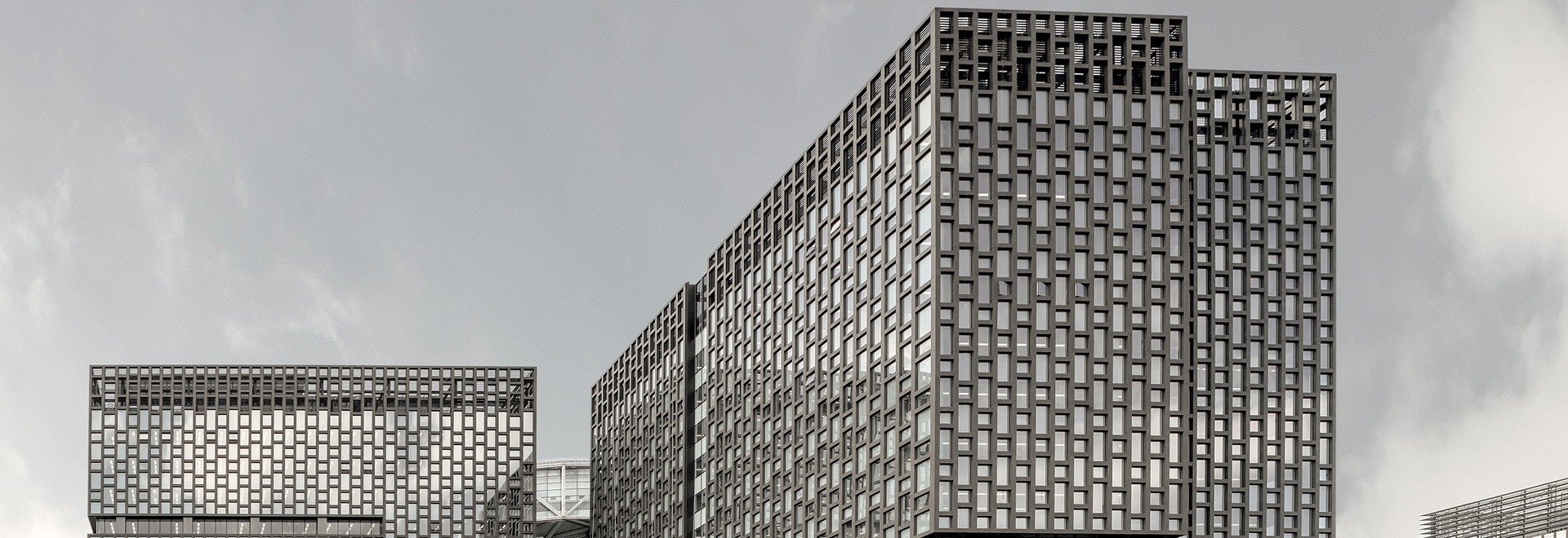 THE REVOLUTIONARY CERAMIC SLAB FOR PUBLIC BUILDINGS