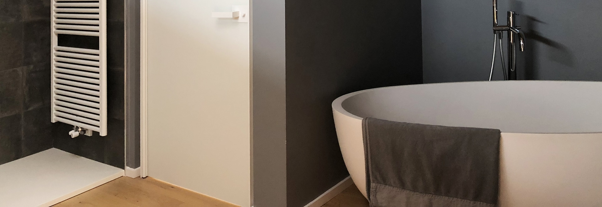 Satin and lacquared finishes for the all glass Vitra doors