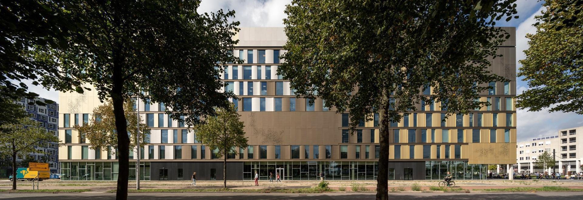schmidt hammer lassen connects dutch university's facilities with crisscrossing stairways