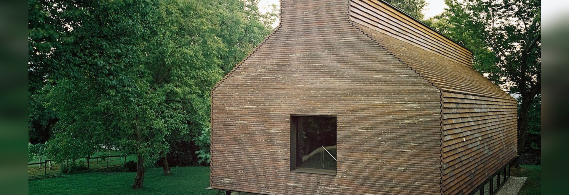 A Swiss atelier covered in clinker bricks