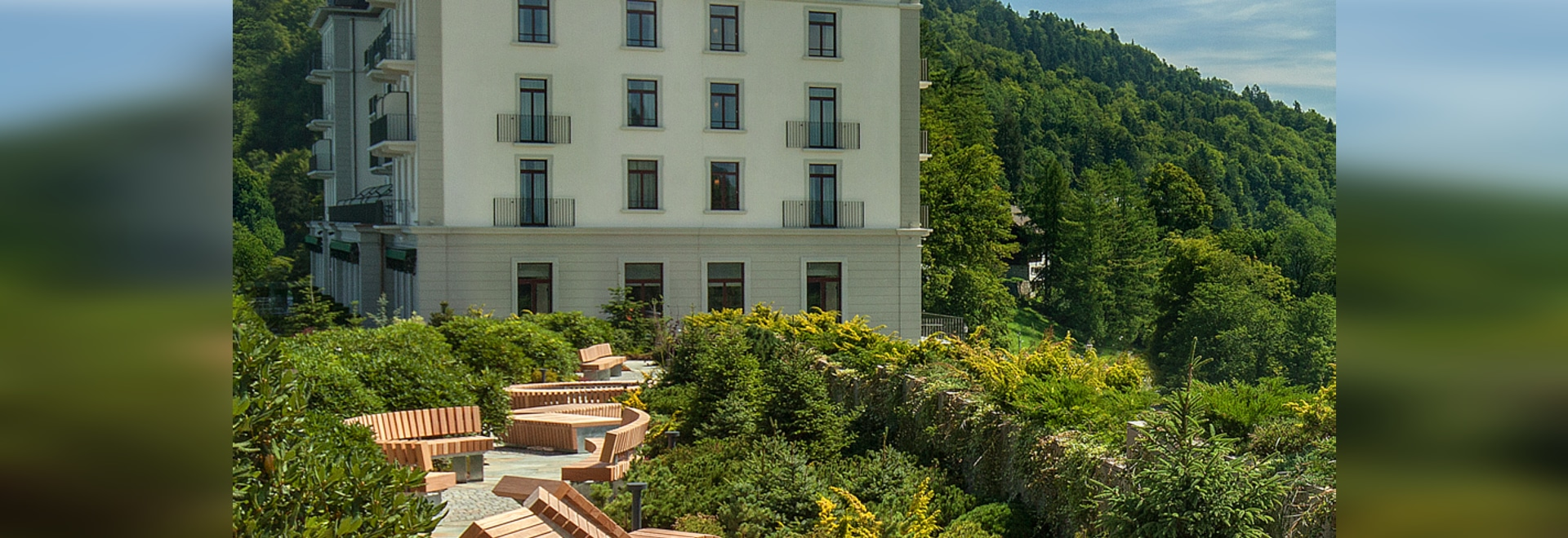 A symbiosis of seating forms in an Alpine garden