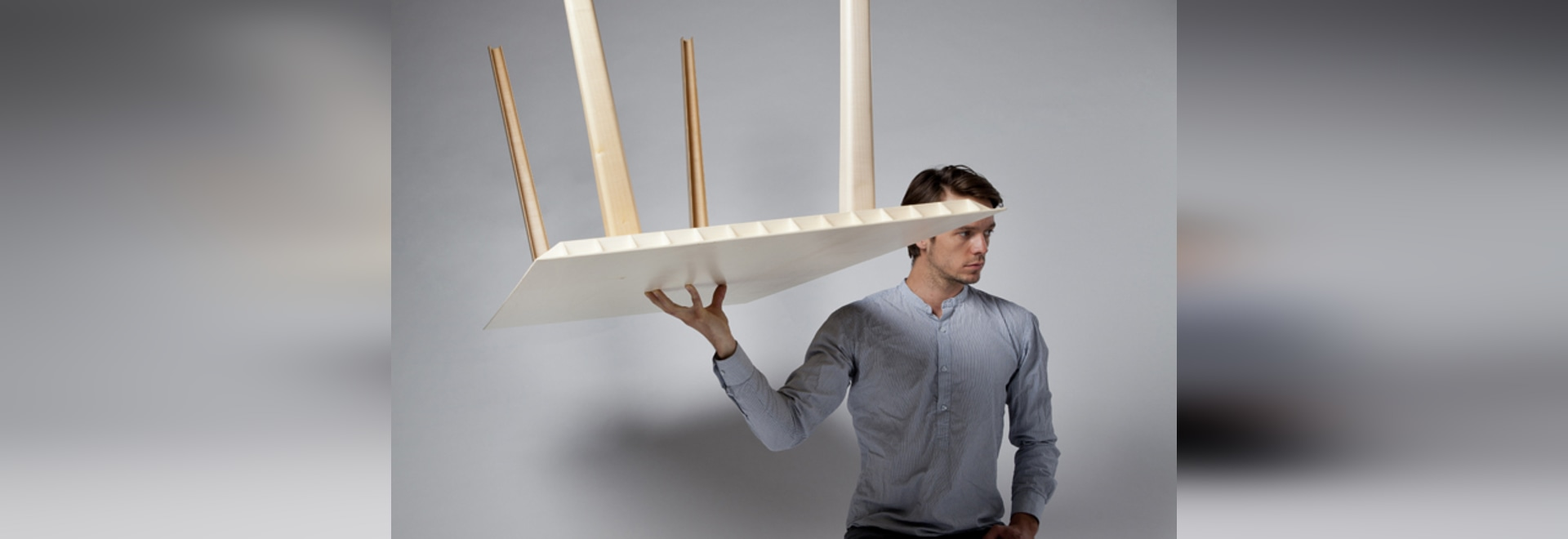 A WOODEN TABLE THAT WEIGHS JUST 4.5 KILOGRAMS