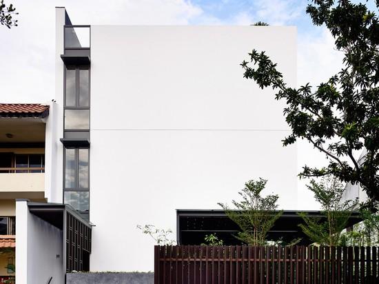 GREENBANK PARK BY HYLA ARCHITECTS BOASTS VERTICAL COURTYARD