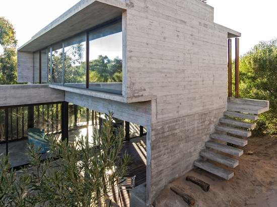 CASA MR DESIGNED IN HARMONY WITH NATURAL LANDSCAPE