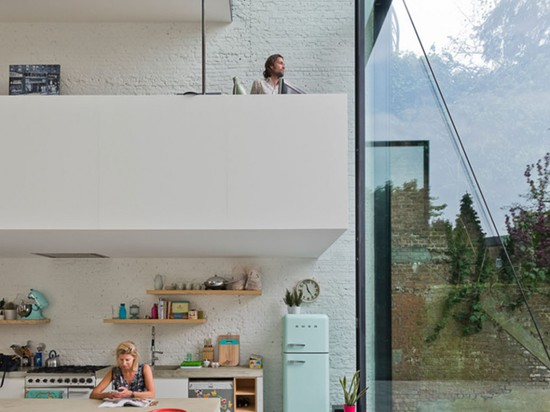ANTWERP HOUSE FEATURES WORLD'S LARGEST PIVOTING WINDOW