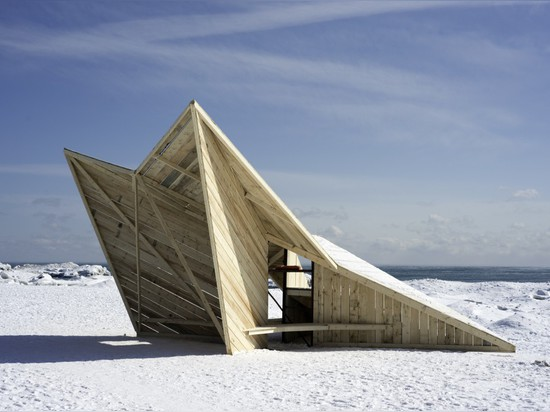Made from reused timber, Driftwood Throne by Daniel Madeiros is a sheltered escape from the winter weather.