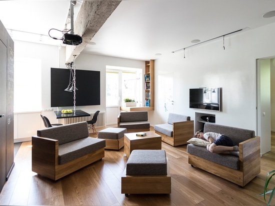 By scattering the little sofas and ottomans, the room can accommodate small groups for socialization – ideal for an intimate party or family gathering. Also ideal for taking a nap after the festivi...