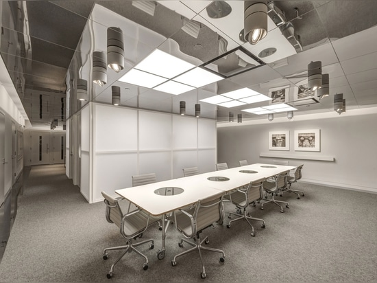 New library at the Dallas Museum of Art features a mirrored ceiling and a translucent study room