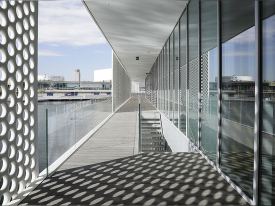 The project takes shape with two low-level glass pavilions on the water's edge   Read more at http://www.wallpaper.com/architecture/oneocean-barcelona-by-scob#REpBzCbY6SW5tIfy.99
