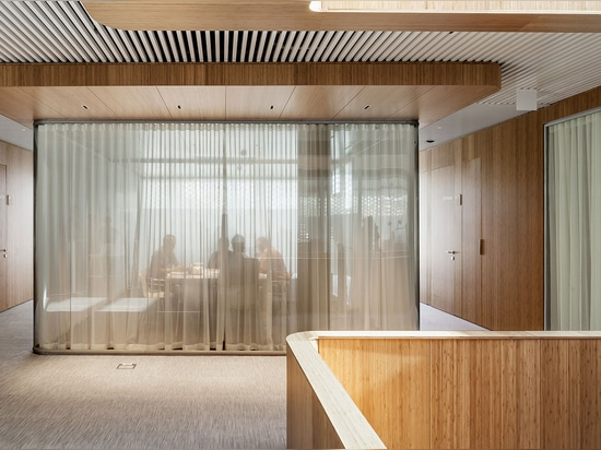 One is conceived as administrative offices, while the other is a members-only restaurant and cocktail bar   Read more at http://www.wallpaper.com/architecture/oneocean-barcelona-by-scob#REpBzCbY6SW...