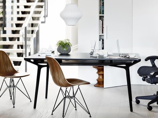 carafe table in black, used as a home office