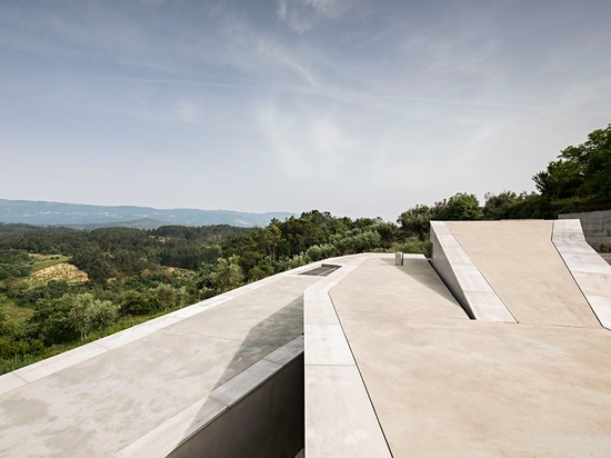 the dwelling presents views over the highest point in mainland portugal