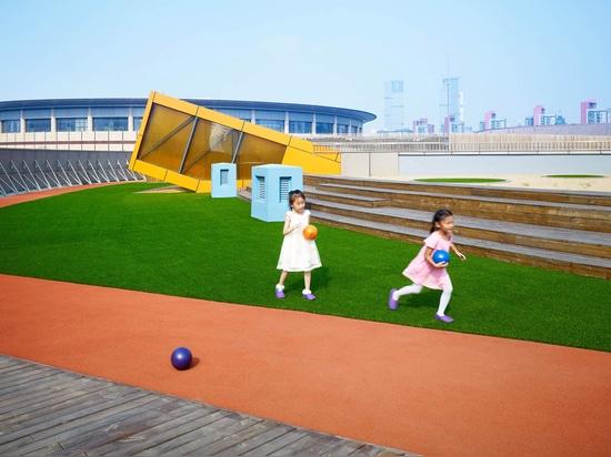 Crossboundaries converts derelict building into kindergarten with rooftop playground