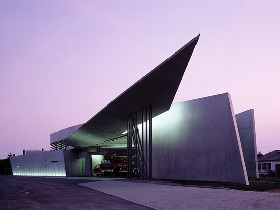 vitra fire station, weil am rhein, germany (1993) / image by christian richters