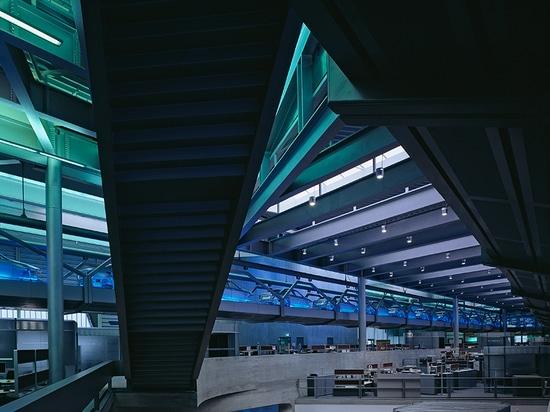 BMW central building, leipzig, germany (2005) / image by hélène binet