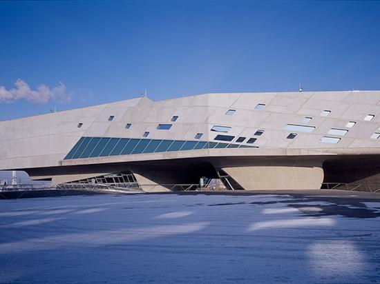 phaeno science centre, wolfsburg, germany, (2005) / image by werner huthmacher