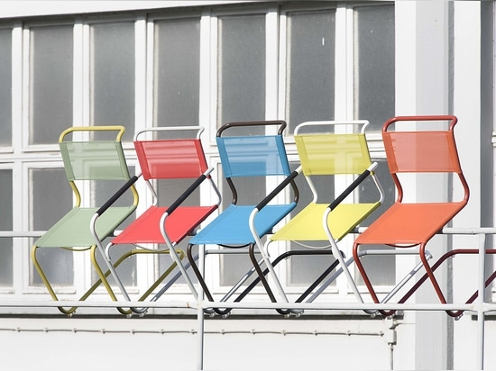One collection, four seasons – Thonet launches tubular steel classics in new colours for indoor and outdoor use